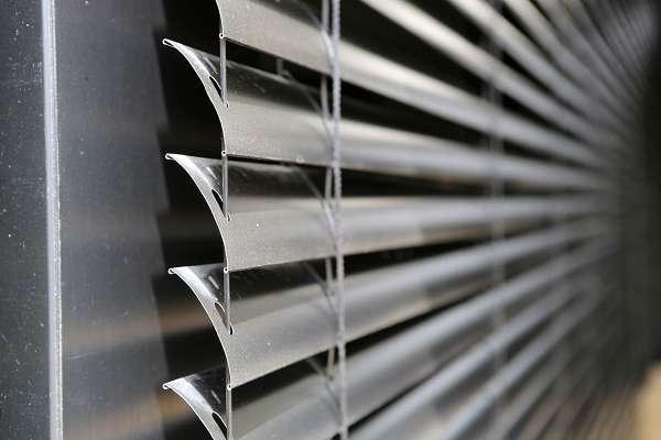 תריסי אור הם תריסי גלילה חשמליים מעוצבים, המספקים פתרון הצללה איכותי.